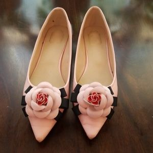 Beautiful pink flats. Only worn once.